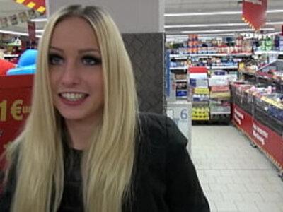 Lucy Cat Fucking in Supermarket - Sex Im Supermarkt - Public | public sex