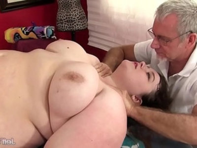 Hot fatty sapphire rose gets a sex massage | ass   bbw   chubby girls   fat girls   massage   plumpy girls   sex toys