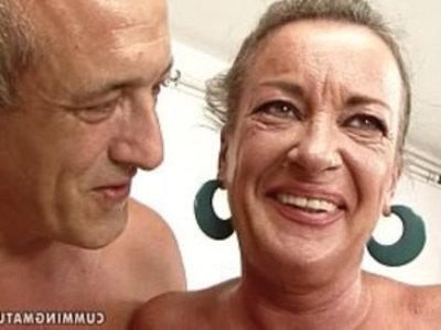 granny slut squirts | ass gape  close up  dildo  extreme  gilf  grandma  sex machine  sluts  squirting pussy  vibrator